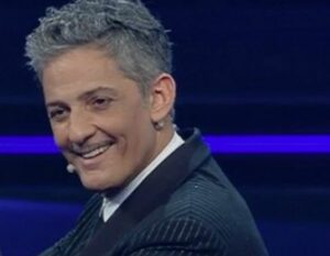 A Sanremo Fiorello ironizza su Zingaretti, cantano Mihajlovic e Ibra