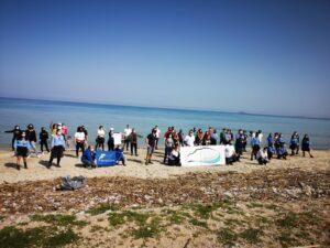 Pulizia della spiaggia di Carini con l'Associazione Marevivo