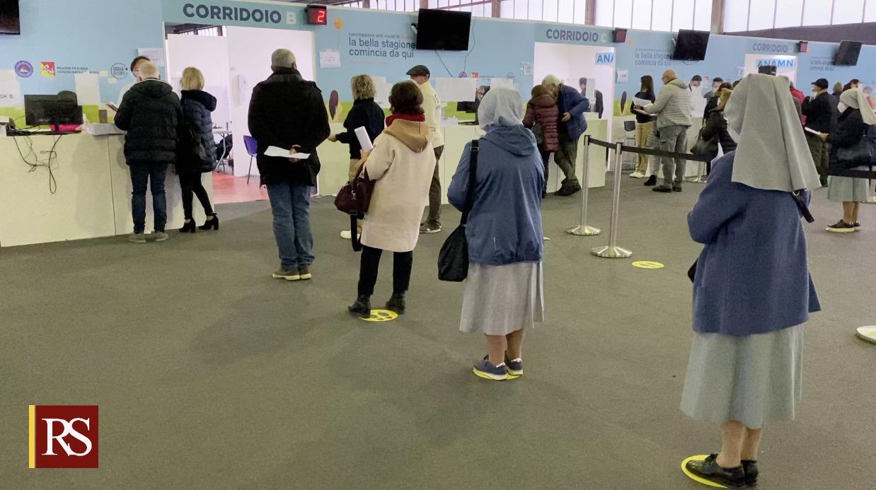 Vaccinazioni in Sicilia, la campagna decolla con i cinquantenni