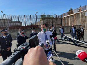 """Salvini a Catania: """"Sia l'estate dei turisti, non dei migranti"""""""