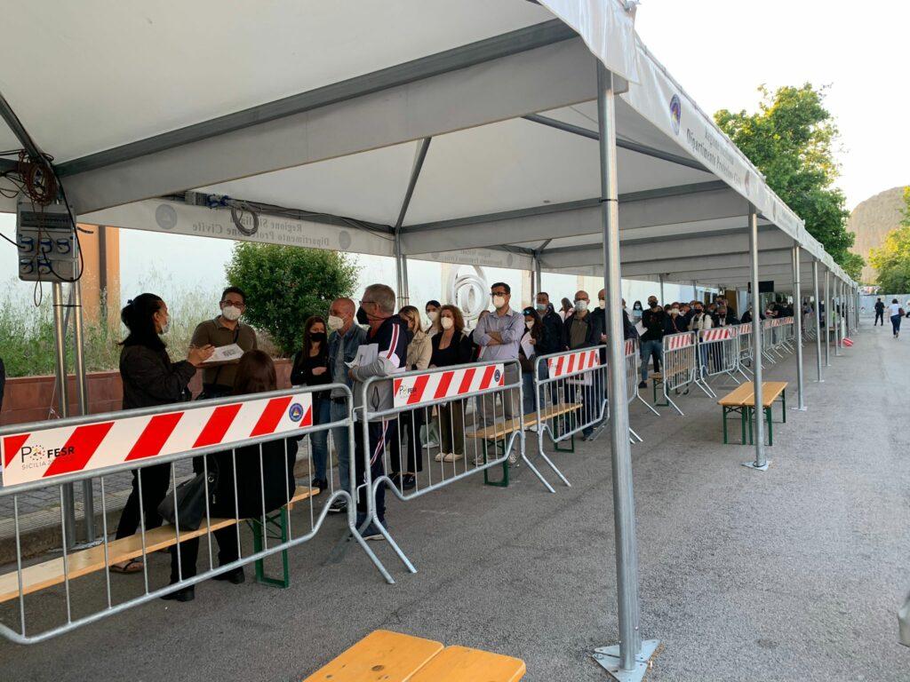 Campagna vaccinale under40, boom di prenotazioni in Sicilia