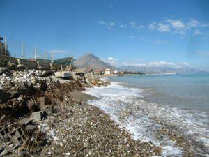 Campofelice di Roccella, pubblicata la gara per progettare il recupero della spiaggia