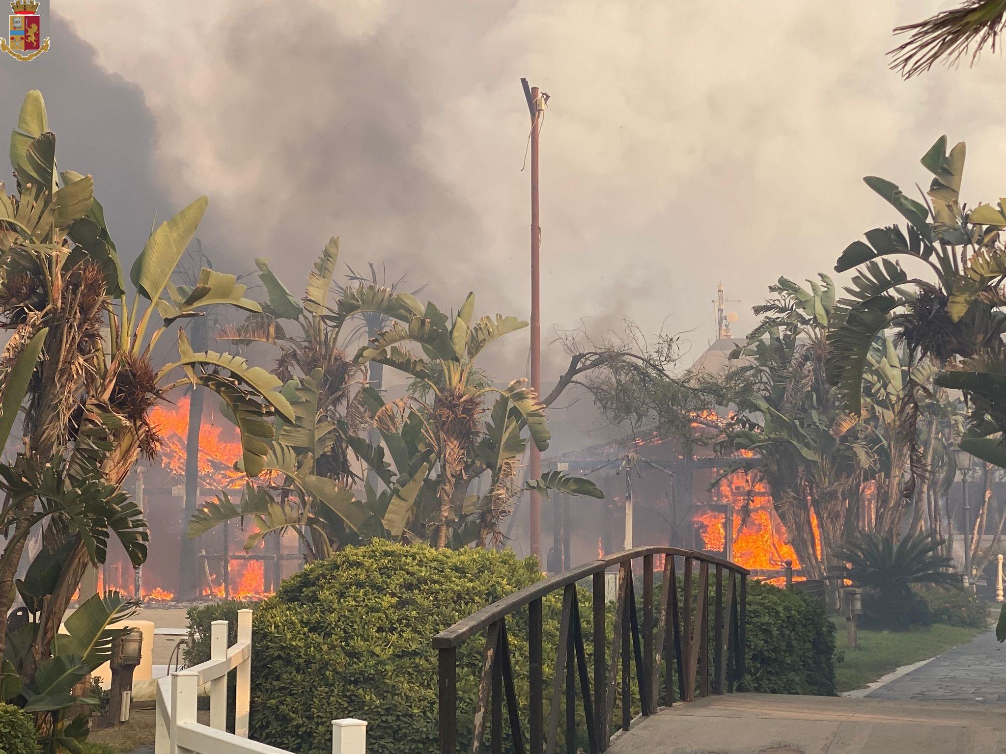 Incendi a Catania, interventi di soccorso in ogni parte della città