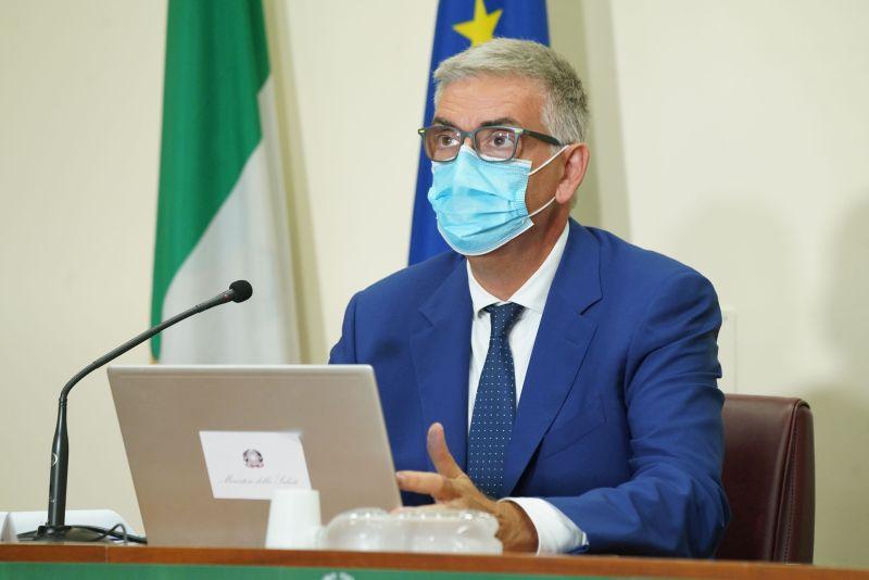 """Covid, Brusaferro """"Curva cala, in Italia circolazione più contenuta"""" -"""