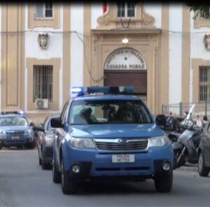 Scoperto a Palermo un garage pieno di auto e moto rubate