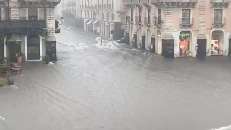 Catania sommersa dall'acqua, danni incalcolabili e vittime