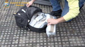 Arrestato corriere della droga: sequestrati 10kg di hashish